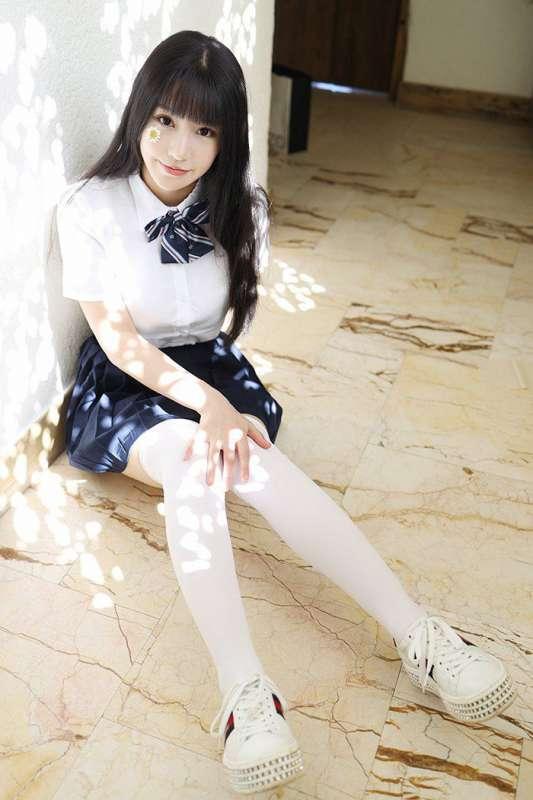 激萌学生妹朱可儿白皙巨乳撩裙诱惑