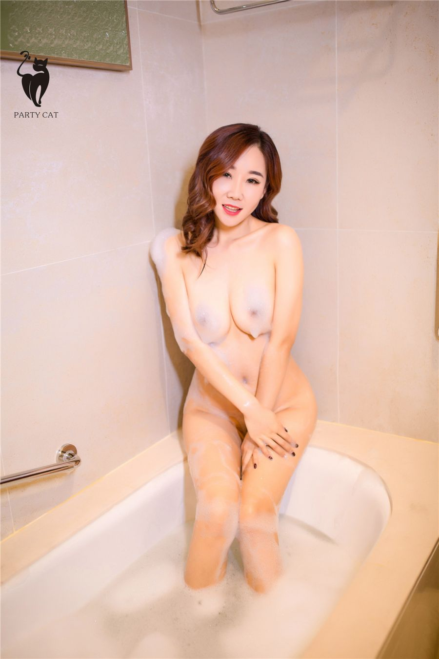 极品美人泡沫浴下的绝美胴体人体艺术