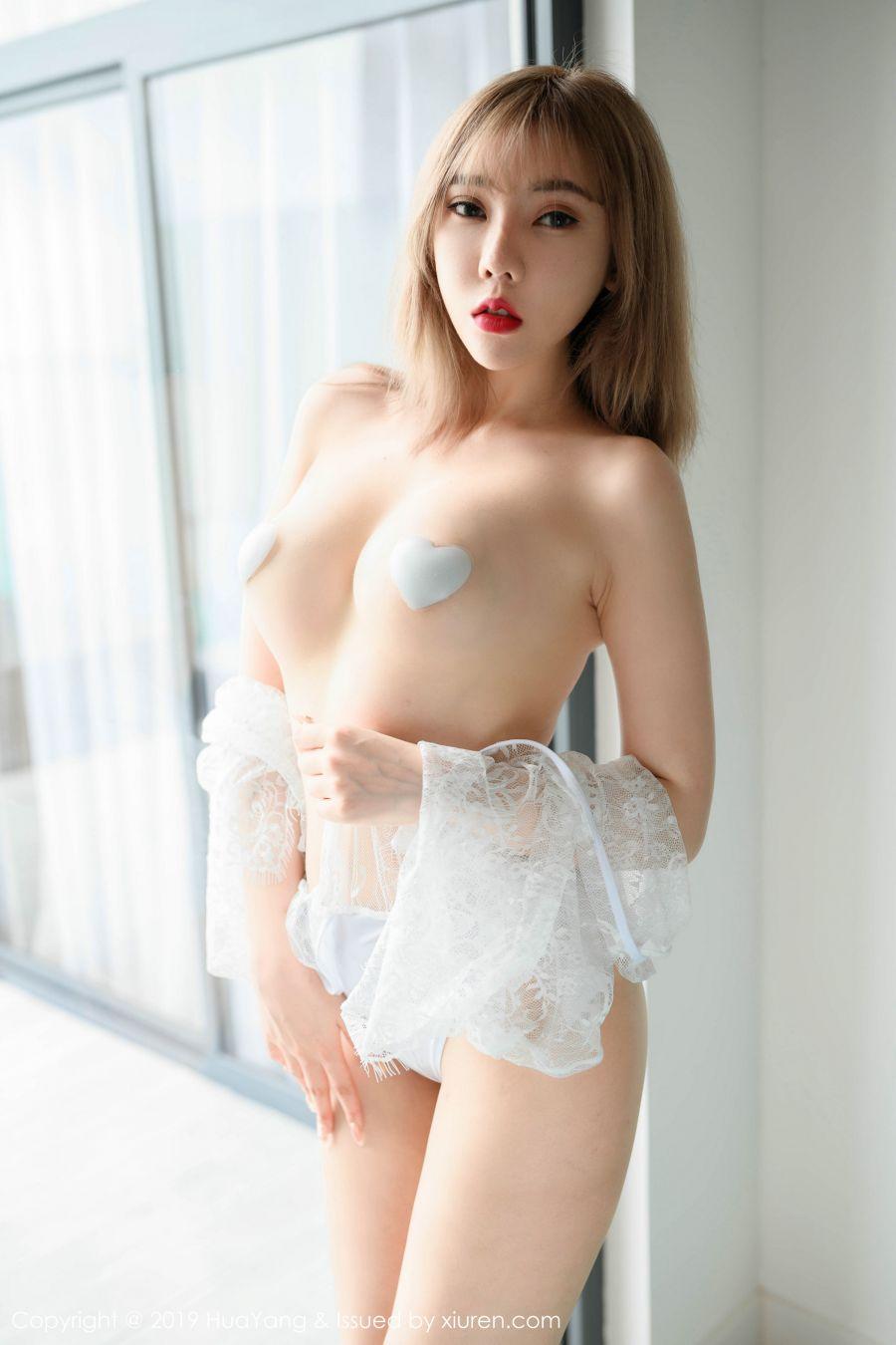 性感镂空内衣下凹凸别致惹火身材