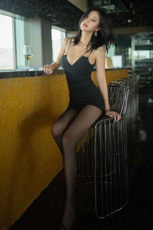 漂亮学妹小九月黑丝短裙渴望被调教