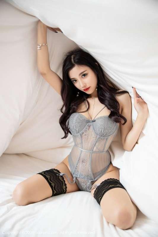 性感美女杨晨晨蕾丝内衣秀美乳