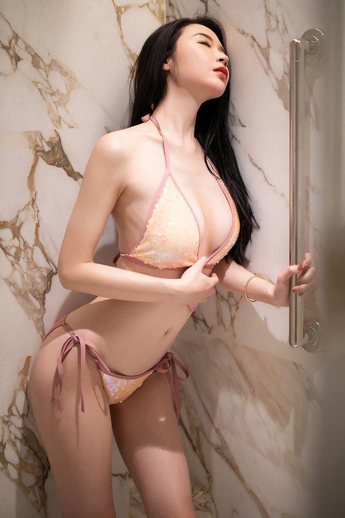 尤物梦心月性感内衣手遮美乳