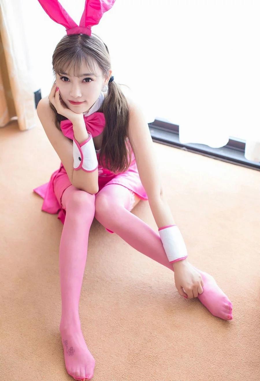 粉色系衣服丝袜的性感可爱兔女郎