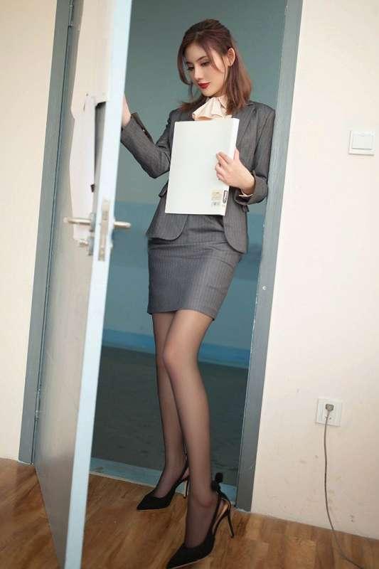 美女辅导员阿朱黑丝高跟裸露查寝