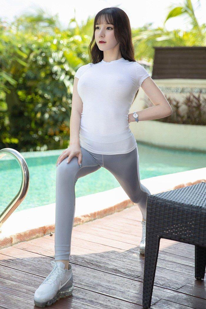 健身女孩周于希紧身运动服隐约露乳