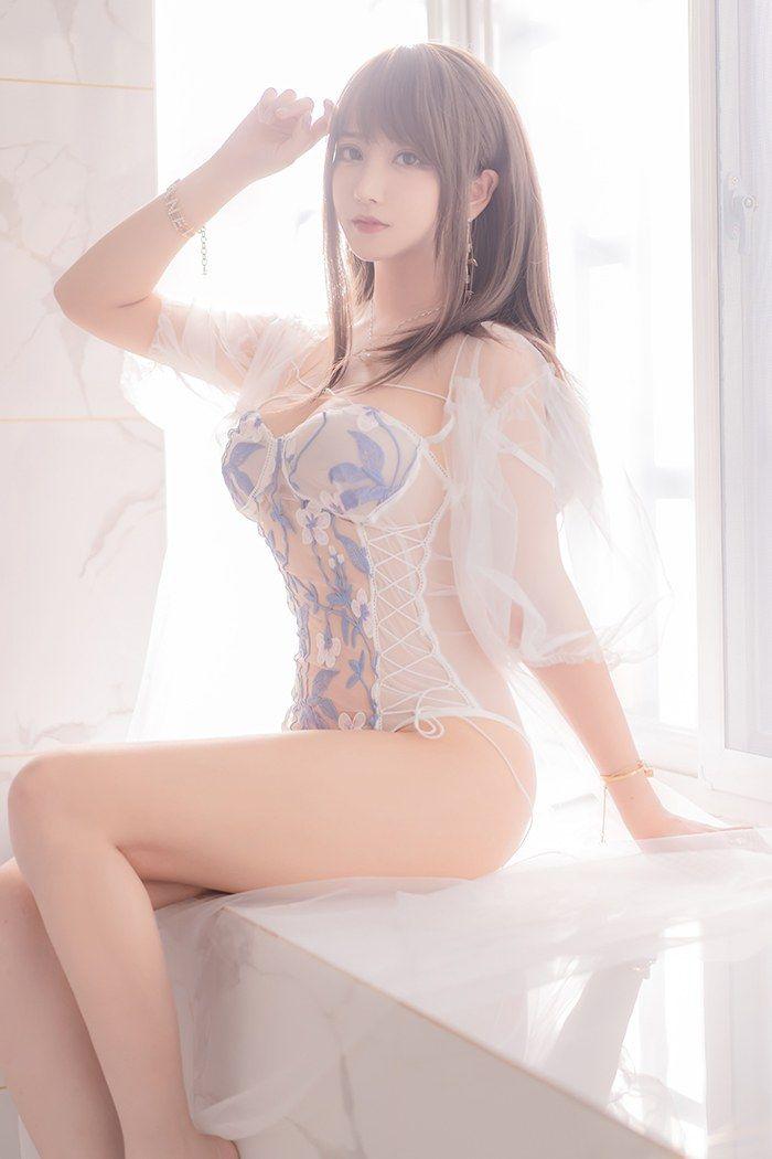 蜜汁少女米线线透明睡衣曲线撩人