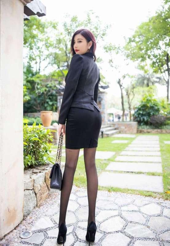 性感女秘书杨晨晨诱人黑丝袜和蕾丝内衣