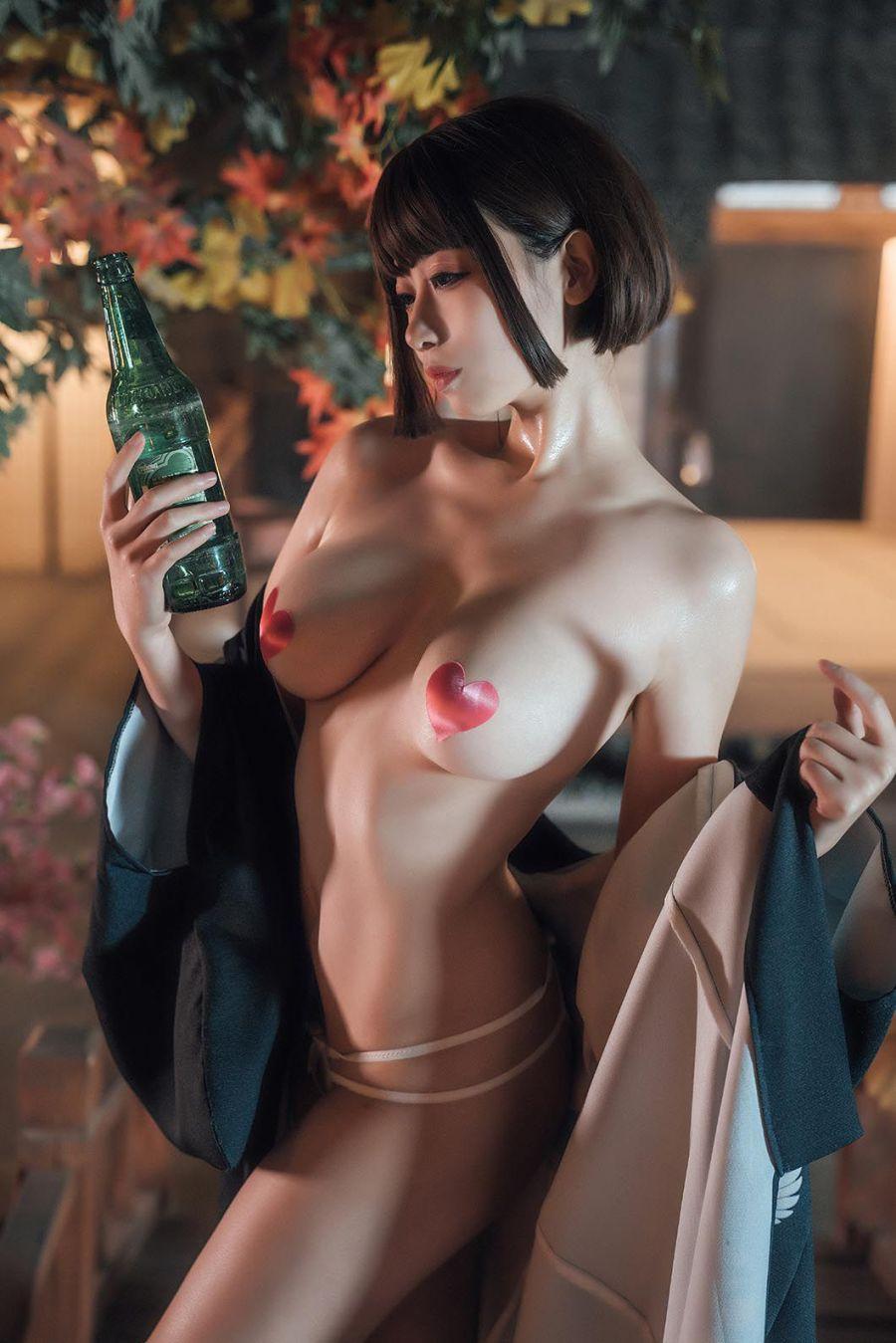 妖艳火辣的日本老板娘裸身美乳诱惑