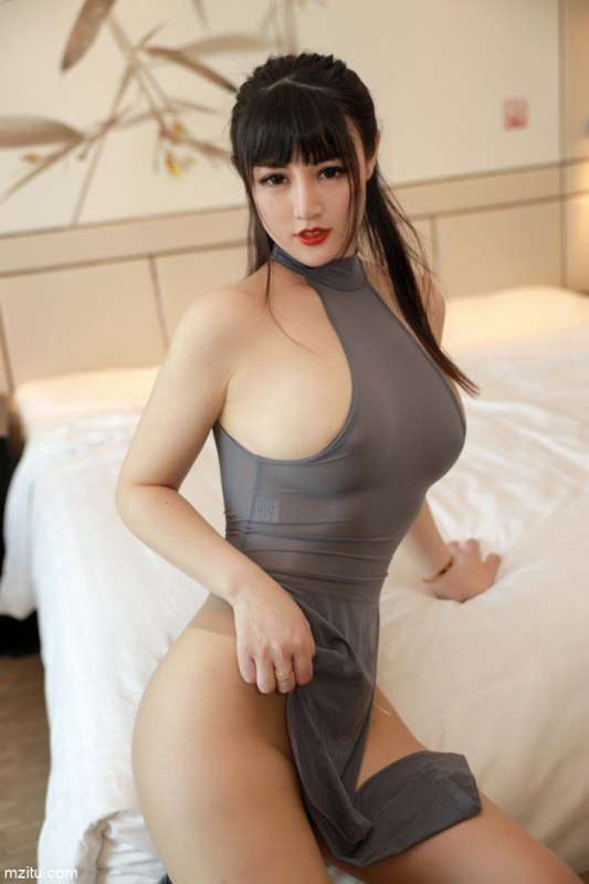 身材丰腴凹凸有致,诱人少妇诗诗kiki浑身散发熟女气息