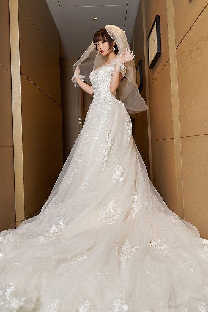裸露的甜心新娘尽显曼妙娇躯