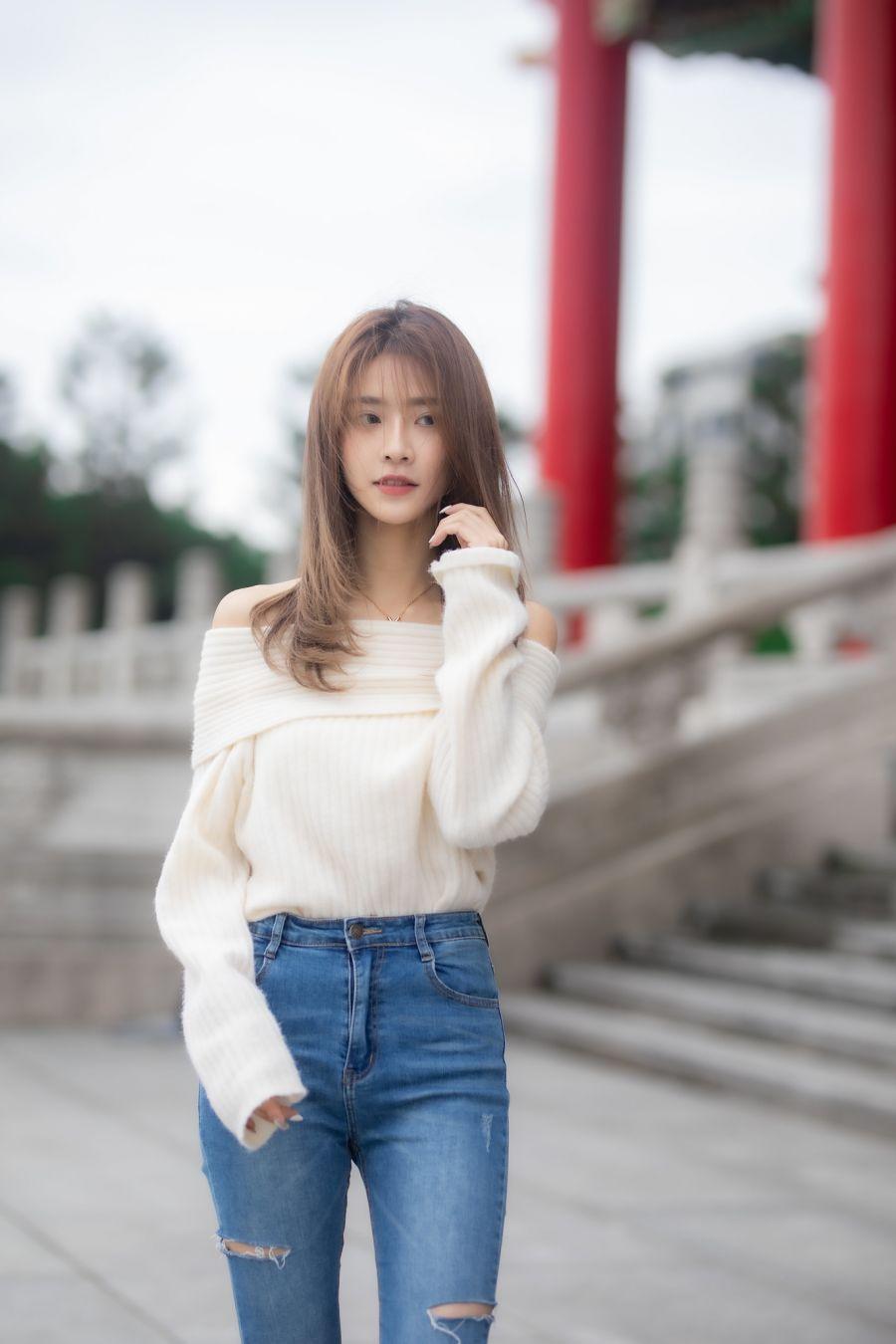 清纯女郎杨咘咘破洞牛仔裤写真