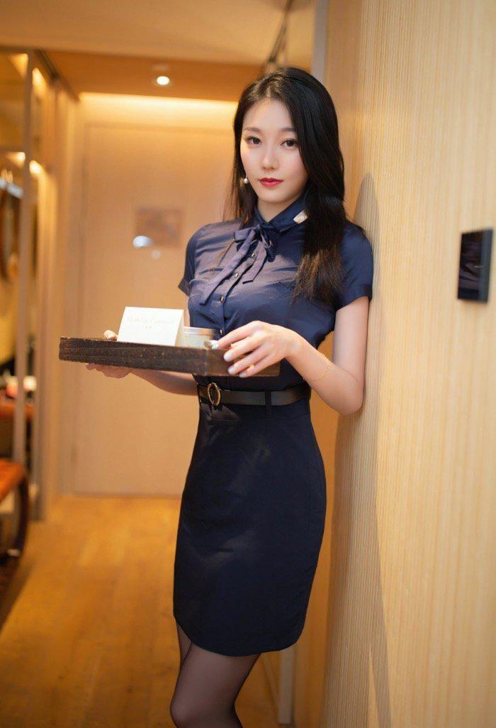 美女服务员安然maleah客房挑逗客户