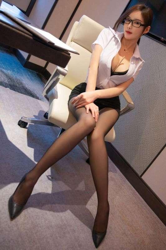 勾人秘书周妍希黑丝美腿撩人欲罢不能